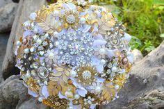 gold_white_brooch_bouquet_noaki
