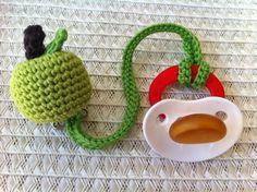 Schnullerkette / Schnullerband Apfel von Jonamay auf DaWanda.com