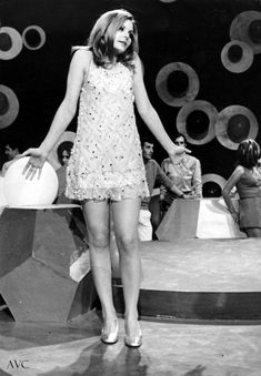 Mayo, 1960s, Mini Skirts, Vogue, Dresses, Fashion, Vestidos, Songs, Actresses