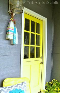 Front Door Decor Nautical Style! http://www.completely-coastal.com/2015/03/front-door-decorating-ideas-coastal-nautical.html