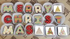 Wish all your loved ones a Merry Christmas with this sweet brownie message. With a cute Christmas theme, this message will be the perfect gift this holiday season #christmasgifts #christmas #ediblegifts