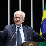 Simon pede à Dilma que converse com parlamentares e governadores antes de tomar decisões