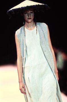 Comme des Garçons Spring 1993 Ready-to-Wear Fashion Show Details