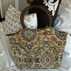 """TODAY ONLYSmall tapestry Relic purse. Great condition. Missing the crossbody strap. No stains.11"""" W x 8."""" H.Bundle and save  Relic Bags Mini Bags"""