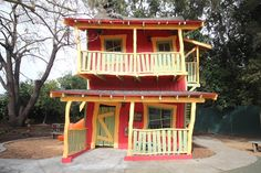 Crooked House in Happy Hollow Park & Zoo - San Jose, California