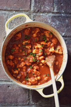 Chickpea Cauliflower Chili #Vegan #Vegetarian #Recipe via www.bakeaholicmama.com