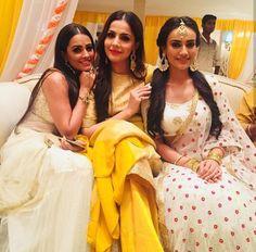 Nagin season 3 Most Beautiful Indian Actress, Beautiful Actresses, Tv Actors, Actors & Actresses, Bollywood Fashion, Bollywood Actress, Golden Saree, Indian Drama, Saree Look