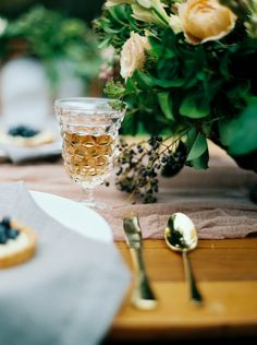 Table setting/ table scape / Seattle Wedding Planner / Destination Wedding Planner / Photography: Sarah Carpenter Photography