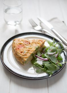 Now that Spring is finally approaching it is time to start using the new seasonal veggies! This Springtime Spaghetti Frittata is not only gluten free but also simple, quick and delicious! Gluten Free Pasta, Gluten Free Cooking, Gluten Free Recipes, Vegetarian Recipes, Italian Cooking, Frittata, Food For Thought, Cooking Tips, Spaghetti