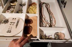 http://bjorkvagen1.blogspot.se/2014/02/smyckesforvaring-garderob.html