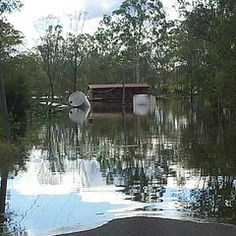 Australian Places and Event's - 2013 Logan River Floods, Queensland. This house is built on a pontoon to float when a flood comes through at North Maclean Logan River, Native Country, Australia, Events, Building, Places, House, Home, Buildings