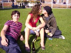 Nicholas Hoult, April Pearson, and Mike Bailey in Skins Michelle Richardson, Skins Generation 1, Mike Bailey, Cassie Skins, Skin Aesthetics, Skins Uk, Casting Pics, Love U Forever, Punk Outfits