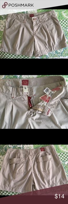 Ladies Lucky Brand shorts sz 30 Cutie little Lucky Brand shorts Sz 30! Lucky Brand Shorts