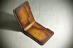 PERSONALISIERTE Hand genähte Leder-Geldbörse Geschenkidee. Herrenportemonnaie. Pflanzlichem gegerbtem Leder Brieftasche.