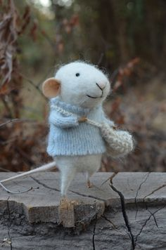 felted mouse with sweater & bag @theresa cook please make this!!!