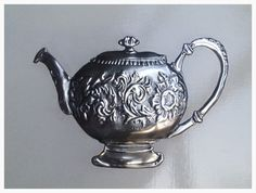 Tea pot by Tracey made at Pewter Me Blue www.fb.com/mimmicgalleryandstudio www.mimmic.co.za Pewter Art, Pewter Metal, Metal Worx, Metal Embossing, Metal Working, Tea Pots, Handy Man, Copper, Gallery