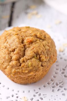 The combination of carrot and apple makes these muffins, sweet, yet slightly tart. Along with oats and a little spice in there too, they're hearty and filling, whilst not being packed with sugar. The perfect muffin to keep you full until lunch! Carrot Cake Muffins, Oatmeal Muffins, Breakfast Muffins, Muffin Recipes, Baking Recipes, Cake Recipes, Dessert Recipes, No Bake Desserts, Healthy Desserts