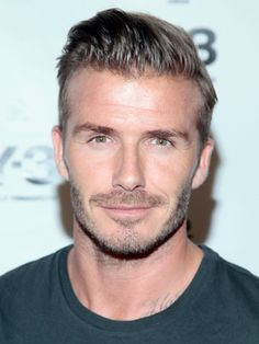 English Footballer David Beckham is one of the coolest footballer in the whole world. Born on May 2 David Beckham was once the heartbeat of football world and was the center of attraction of world media. David Beckham Fotos, Cabelo David Beckham, Moda David Beckham, David Beckham Haircut, David Beckham Style, Hairstyles For Balding Crown, Best Undercut Hairstyles, Trendy Mens Hairstyles, Haircuts For Men