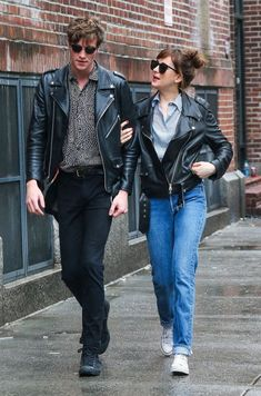 Dakota Johnson Photos - Couple Dakota Johnson and Matthew Hitt are spotted out for a stroll on a rainy day in New York City, New York on May - Dakota Johnson and Matthew Hitt Rock Matching Jackets in NYC Ana Steele, Cool Style, My Style, Grunge Fashion, Street Fashion, Dakota Johnson, Jamie Dornan, Moto Jacket, Dj