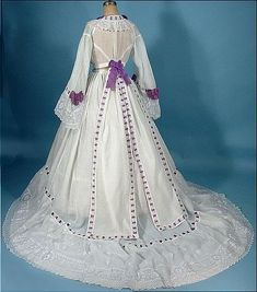Antique Dress c. Trained White Fine Linen Gown Trimmed in Purple Ribbon; 1800s Fashion, 19th Century Fashion, Victorian Fashion, Vintage Fashion, Emo Fashion, Steampunk Fashion, Gothic Fashion, Vintage Outfits, Vintage Gowns