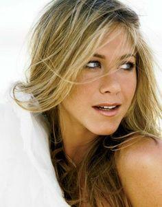Jennifer Aniston Images, Jennifer Aniston Legs, Jenifer Aniston, Jennifer Love Hewitt, Rachel Green Style, Star Wars, Natural Glow, Natural Beauty, Celebrity Beauty