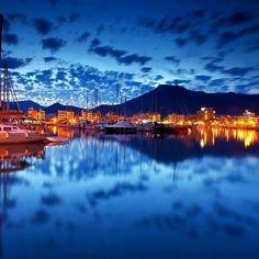 Twilight time ~ Marina of Port de Pollença (Puerto Pollensa), Mallorca, Spain 😍Stunningly beautiful - so pleased we stayed here. Beautiful Islands, Beautiful World, Stunningly Beautiful, Beautiful Places To Visit, Places To See, Puerto Pollensa, Costa, Paradise On Earth, Balearic Islands