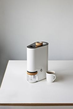 Ikawa is a minimalist coffee roaster designed by London-based designers Andrew Stordy and Rombout Frieling. Ikawa aims to encourage and enable an alternative supply chain for speciality coffee, traded. Design Package, Design Industrial, Deco Retro, Home Gadgets, Kitchen Gadgets, Camping Gadgets, Tech Gadgets, Kitchen Tools, Technology Design