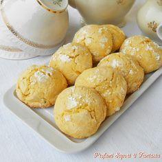 I biscotti morbidi con la panna, nella semplicità della ricetta. sono piccole delizie adatte ad ogni momento della giornata, dalla colazione alla merenda.