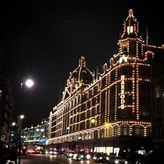 Harrods, London ✨Expect extravagance, elegance and an exquisite food hall in the basement! #England #London #Harrods