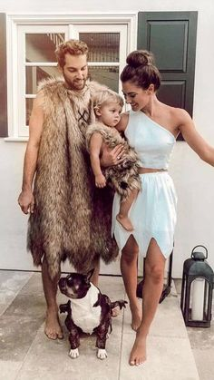 Take the guessing out of deciding your Halloween costume this year with these creative Halloween costumes for couples. 3 Family Halloween Costumes, Diy Baby Costumes, Funny Couple Costumes, Popular Halloween Costumes, Boy Halloween, Group Halloween, Costumes Pregnant, Dog Pumpkin, Pumpkin Patches