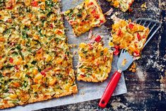 Kinkkupiirakka pellillinen Vegetable Pizza, Quiche, Food And Drink, Vegetables, Breakfast, Red Peppers, Morning Coffee, Quiches, Vegetable Recipes