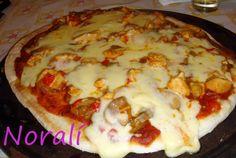 Pizza a la parrilla con pollo y champiñones Ver receta: http://www.mis-recetas.org/recetas/show/27833-pizza-a-la-parrilla-con-pollo-y-champinones