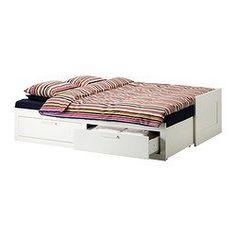 IKEA - BRIMNES, Letto divano/2 cassetti/2 materassi, bianco/Malfors semirigido, , Con dei soffici cuscini come schienale, è facile da trasformare in un comodo divano o in una chaise-longue.Puoi trasformare velocemente il divano in un letto e sfruttare tutto lo spazio disponibile. Una soluzione pratica se hai poco spazio e ideale per la camera dei ragazzi.Questo letto divano è una soluzione semplice e veloce per fare spazio agli ospiti. Basta estrarre la base per ottenere un let...