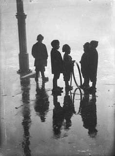 Children playing with a hoop, Fish Market, Rotterdam, 1910   by Henri Berssenbrugge