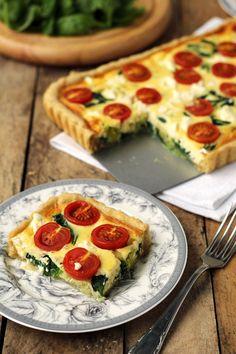 tarta z pomidorami, szpinakiem i fetą Appetizer Recipes, Snack Recipes, Cooking Recipes, Quiches, Vegetarian Recipes, Healthy Recipes, Good Food, Yummy Food, Pizza