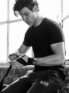 Shawn Mendes photographed by Billy Kidd for Emporio Armani Spring 2019 Watches Campaign. Shawn wears all clothing and accessories Emporio Armani Shawn Mendes Cute, Shawn Mendes Imagines, Emporio Armani, Chico California, Liam Payne, Shawn Mendes Photoshoot, Billy Kidd, Rafael Miller, Fangirl
