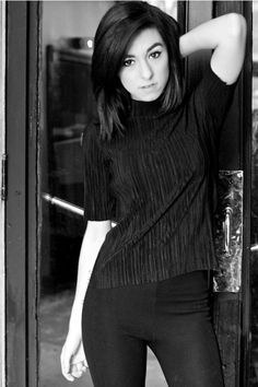 """Grimmie Updates on Twitter: """"Another new pic of Christina // via https://t.co/4Fcxw6UY4Y https://t.co/VYrru9WzVw"""""""