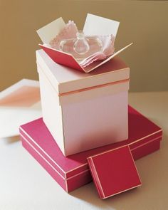 With a few simple steps, you can make a Christmas package open like a blossom.