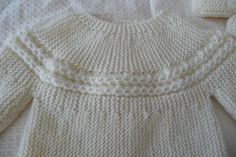 Brassière :  Il vous faut : Tailles prématuré (a) et naissance (b) : 2 pelotes Taille 3 mois... Crochet Baby Dress Pattern, Baby Knitting Patterns, Knitting Stitches, Knitting For Kids, Sewing For Kids, Filet Crochet, Knit Crochet, Tricot Baby, Baby Sweaters