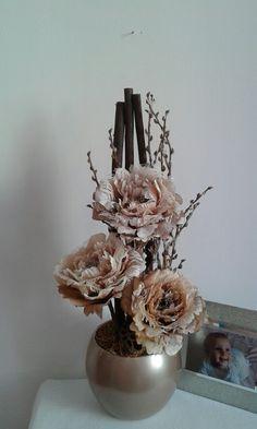 Zimní+aranžmá+s+krajkovými+růžemi+Luxusní+zimní+aranžmá+s+krajkovými+růžemi+atd.+Výška+dekorace+52cm,délka+23cm,šířka+21cm. Floral Arrangements, Candle Holders, Candles, Handmade, Home Decor, Decorating Ideas, Hand Made, Decoration Home, Room Decor