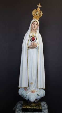 Catholic Religion, Catholic Art, Blessed Mother Mary, Blessed Virgin Mary, Mother Mary Pictures, Jesus E Maria, Christian Paintings, Virgin Mary Statue, Images Of Mary