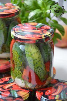Ogórki po kartusku, czyli chrupiące i smaczne ogórki konserwowe z dodatkiem cebuli i czerwonej papryki. To prawdziwy HIT wśród ogórkowych przetworów! Preserves, Pickles, Cucumber, Mason Jars, Salads, Mango, Food And Drink, Homemade, Canning