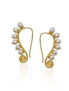 Gold earrings with pearls Emerald Jewelry, Pearl Jewelry, Jewelry Art, Gemstone Jewelry, Gold Jewelry, Jewelry Design, Fashion Jewelry, Pearl Earrings, Emerald Earrings