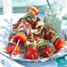Kuřecí špízy v řeckém stylu , Foto: L.A. CREATIVE FOOD Zucchini, Tzatziki, Caprese Salad, Potato Salad, Potatoes, Treats, Ethnic Recipes, Food, Low Carb