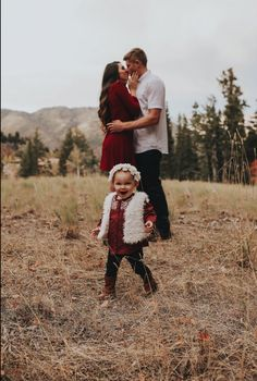 Fall family photos. nice christmas palette.