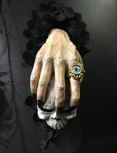 Make a wicked first impression by greeting your Halloween guests with this Witches Hand & Skull Door Knocker. They'll get the evil eye if they dare knock. Fairy Halloween Costumes, Cute Halloween, Halloween Crafts, Halloween Office, Halloween Tattoo, Halloween Witches, Halloween 2017, Halloween Party Supplies, Diy Halloween Decorations