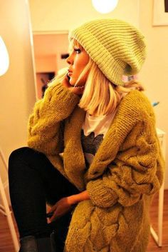 17fd138f7b8c8 Sweater and cozy fashion... Loving slouchy hats. I want one. Baggy