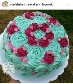 Also a Mom cake. Cake Icing, Buttercream Cake, Cupcake Cakes, Bolo Floral, Floral Cake, Creative Cake Decorating, Cake Decorating Techniques, Pretty Cakes, Beautiful Cakes