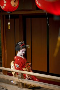 舞妓 maiko 勝奈 katsuna 上七軒 KYOTO JAPAN Japanese Geisha, Japanese Beauty, Japanese Kimono, Japanese Art, Asian Beauty, Japon Tokyo, Kyoto Japan, Samurai, Japan Architecture