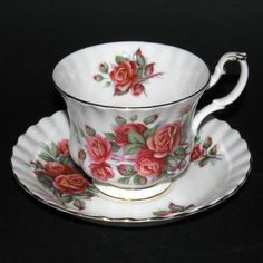 Royal Albert teacup - Centennial Rose